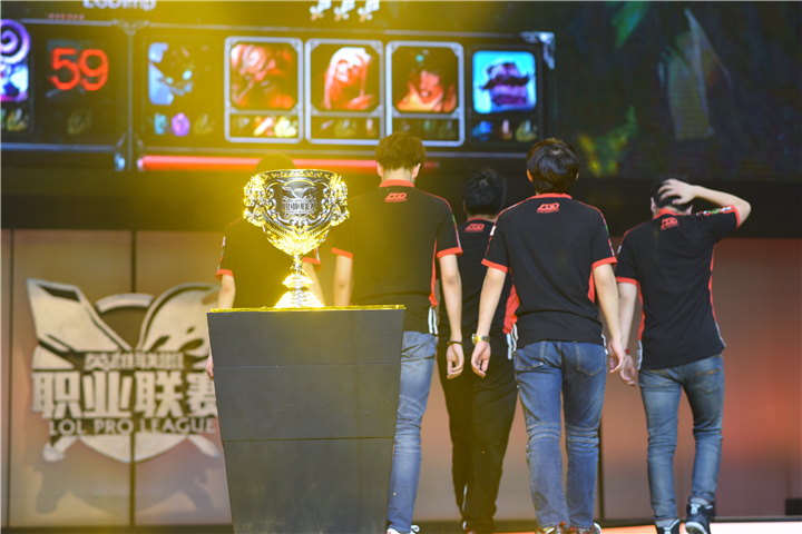 豪门的奋斗 | LGD的冠军之路
