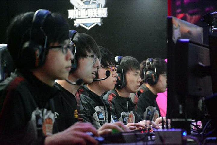 每日速报:RNG五局苦战击败WE 与EDG会师决赛