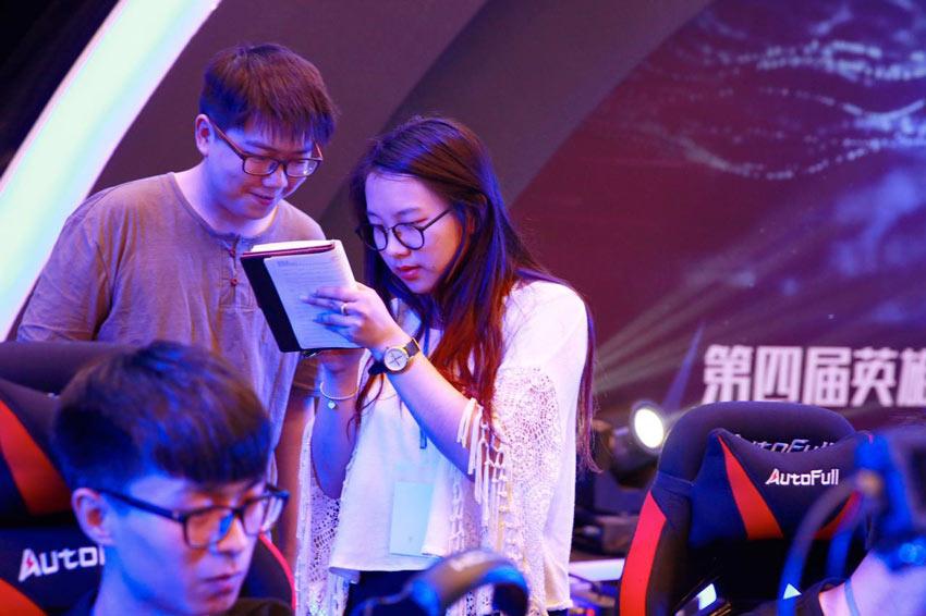 高校联赛本日焦点人物 天津工业大学教练王梦柔专访