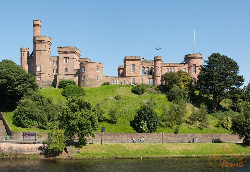 2.32.Inverness_Castle,_Scotland_-_Diliff.jpg