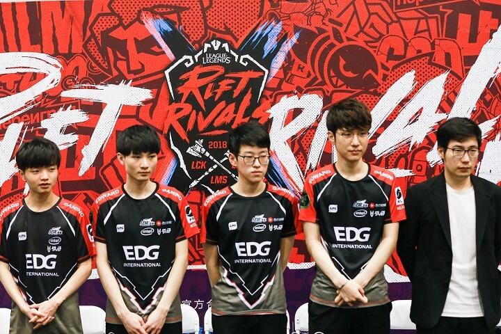 """2018亚洲对抗赛EDG赛后群访:""""我们的选手现在更加彼此信任。"""""""
