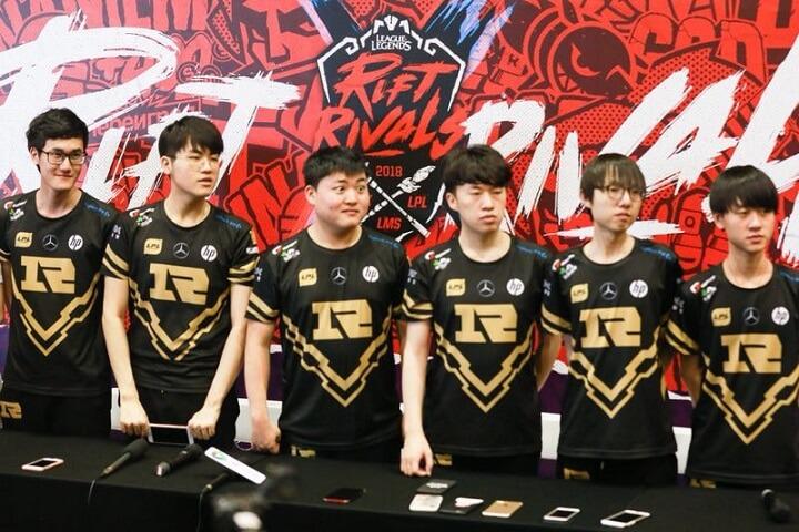 """2018亚洲对抗赛RNG赛后采访:""""赛前有很多负担,但很开心能赢下比赛""""。"""
