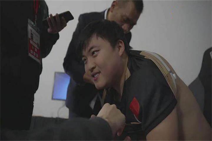 【闲话】与伤病斗争的电竞选手们